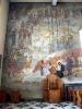 ozdobne freski na ścianach kościoła