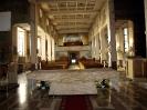 widok na kościół zza ołtarza