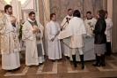Wigilia Paschalna: po chrzcie - wręczenie białej szaty