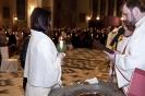 Wigilia Paschalna - wręczenie nowoochrzczonej zapalonej świecy